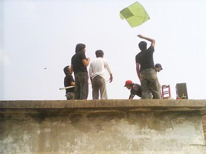 আকাশের উড়ছে ঘুড়ি। ছবি ফ্লিকার ব্যবহারকারী নমি৪৯-এর। ক্রিয়েটিভ কমন্স লাইসেন্সের আওতায় ব্যবহার করা হয়েছে।