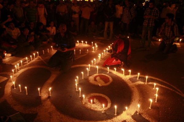 Protesters on a candlelight protest organized by 'Bloggers and Online Activist Network' demanding death penalty of war criminal Abdul Quader Mollah. Dhaka, 6 February, 2013
