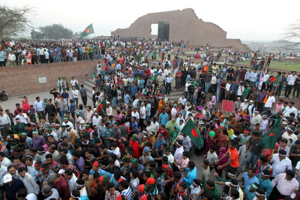 Shahbagh protestors gather for a flag rally at Rayerbazar Buddhijbi Monument Saturday.