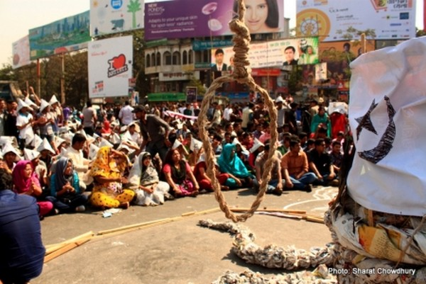 Sit in protest in Shahbagh width=