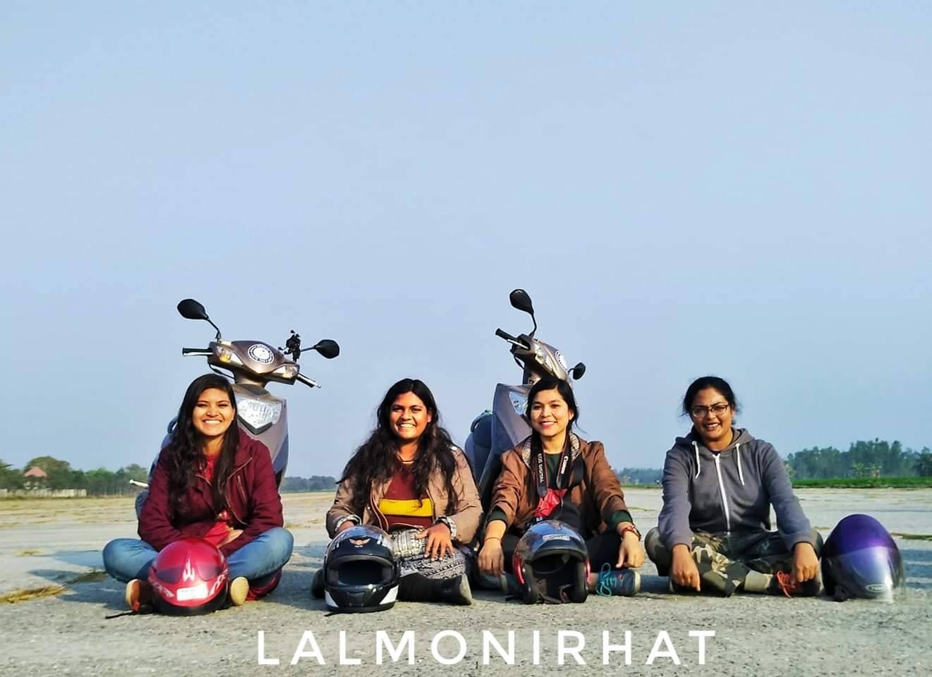 abc5e4d1e Estas mujeres recorren Bangladesh en motocicletas para difundir la ...